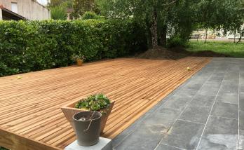 Terrasse couleur zinc et bois cèdre