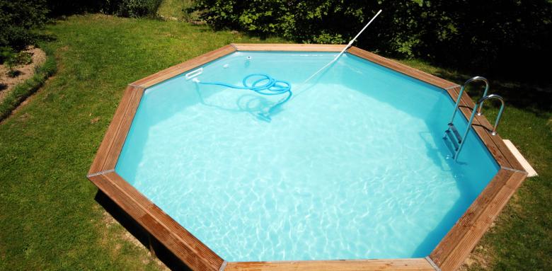 piscine semi enterrée en bois