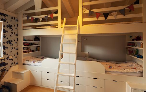 Des lits face à face pour cette chambre d'enfants